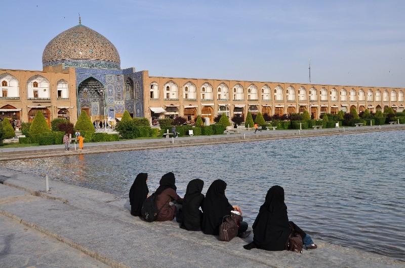 02.Esfahan - pri fontane v strede obrovského Emámovho námestia