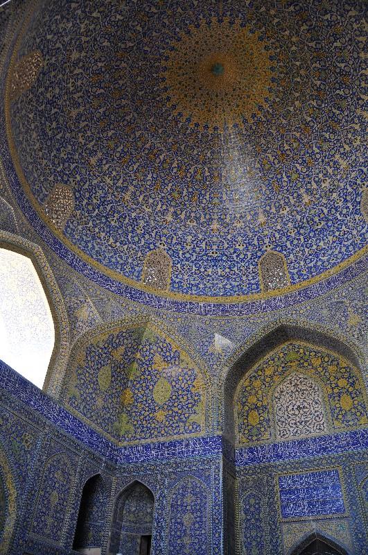 04.Esfahan - neuveriteľná krása perzskej architektúry v mešite šejka Loftolláha